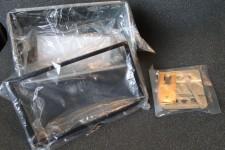 2DIN autórádió beépítő fémkeret tartozékokkal